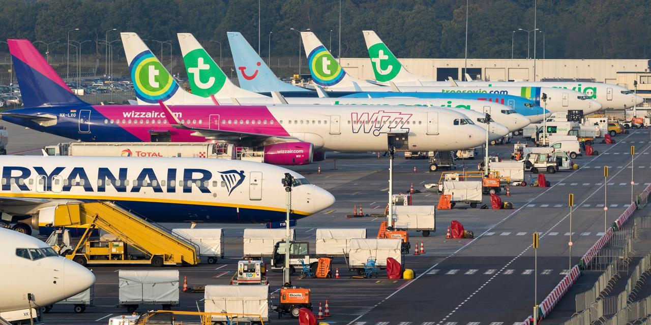 Geparkte Flugzeuge diverser (Billig)Airlines