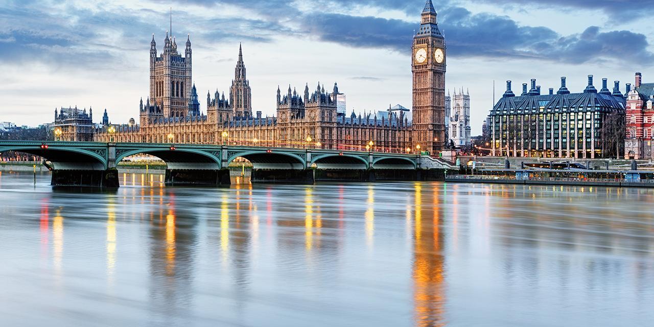 Flussansicht von London Westminster mit Big Ben