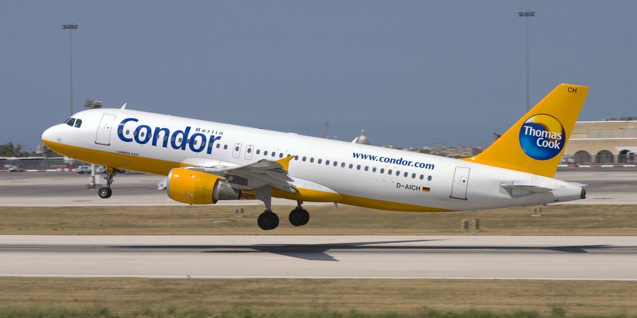 Flugzeug der Fluglinie Condor im Auftrag von Thomas Cook beim Abheben