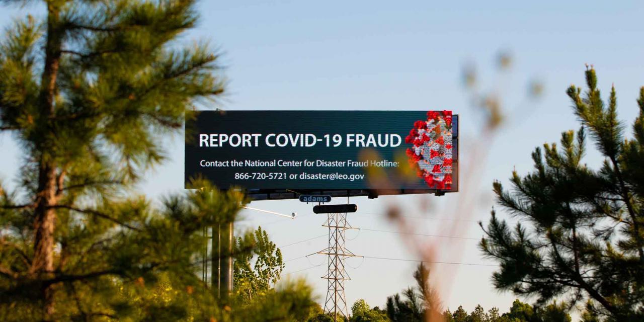 englischsprachiges Billboard vor Coronabetrug