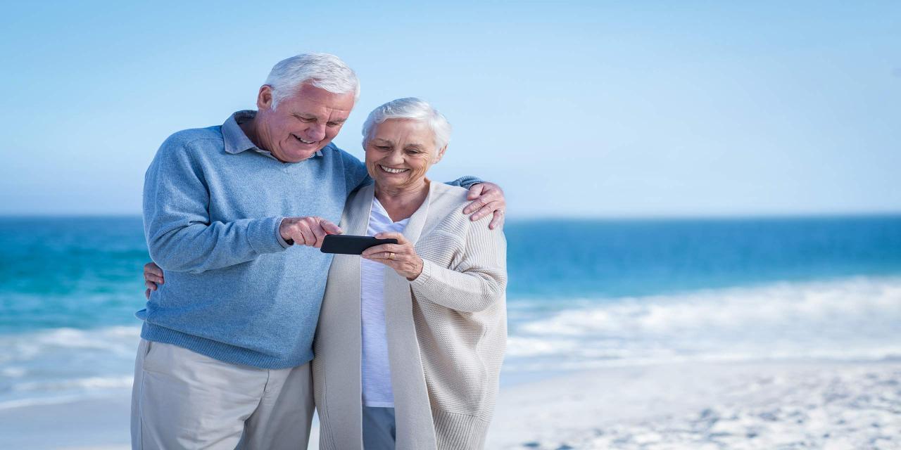 Seniorenhandys: 16 Geräte im Test; (Bild: wavebreakmedia/Shutterstock.com)