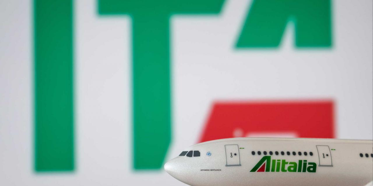 Model of an Alitalia Airbus and behind it the new ITA logo in blur