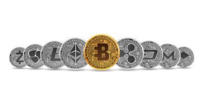 Kryptowährungen dargestellt als Münzen mit Logo
