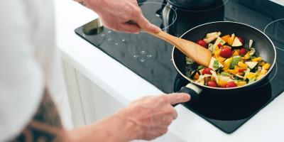 Eine Antihaftbeschichtung bringt Vorteile beim Kochen. Sie muss aber pfleglich behandelt werden