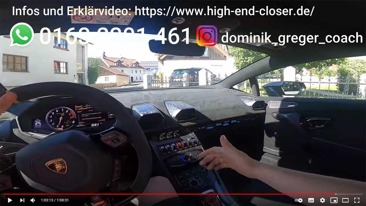 Diminik Greger aus seinem Lamborghini