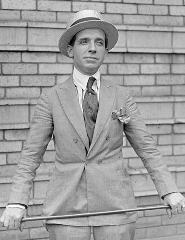 Junger Charles Ponzi im Sonntagsanzug in den 1920ern
